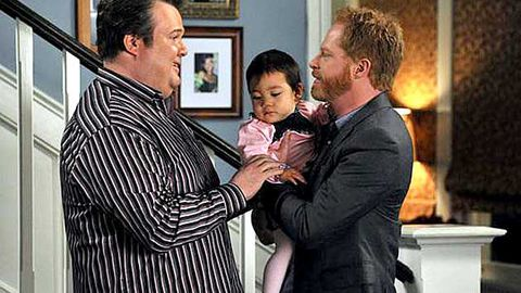 Spoiler alert! Which Modern Family clan is having another baby?