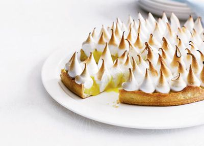 """<a href=""""http://kitchen.nine.com.au/2016/05/17/13/02/lemon-meringue-pie"""" target=""""_top"""">Lemon meringue pie</a>"""