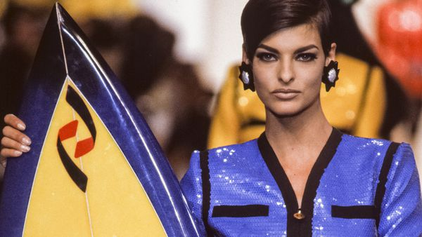 Linda Evangelista on the runway for Chanel in 1990. Image: Getty