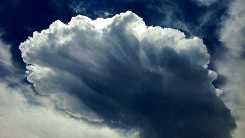 Storm clouds hovering over Sydney. (9NEWS)