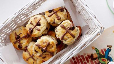 "<a href=""http://kitchen.nine.com.au/2016/05/16/17/45/mini-choc-chip-hot-cross-scones"" target=""_top"">Mini choc chip hot cross scones</a>"