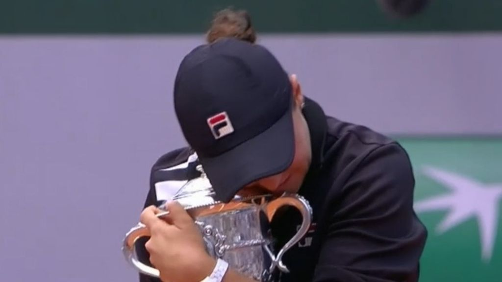 Ashleigh Barty wins French Open with dominant final performance