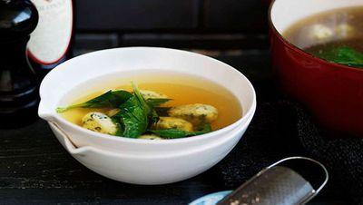 "<a href=""http://kitchen.nine.com.au/recipes/ichicken/8301580/spinach-and-ricotta-dumplings-in-chicken-broth-gnocchi-di-ricotta-e-spinaci-in-brodo"" target=""_top"">Spinach and ricotta dumplings in chicken broth</a><br /> <br /> <a href=""http://kitchen.nine.com.au/content/2016/06/06/22/13/nourishing-bone-broth-recipes"" target=""_top"">More nourishing mug lunches</a>"