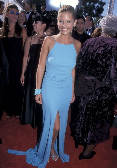 Sarah Michelle Gellar at the51st Annual Primetime Emmy Awards on September 12, 1999 in Los Angeles.