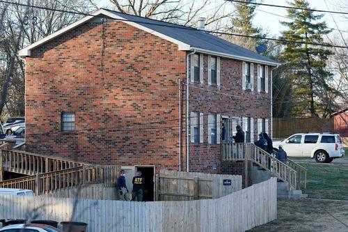 Agen FBI dan ATF menggeledah rumah di Nashville, Tennessee.