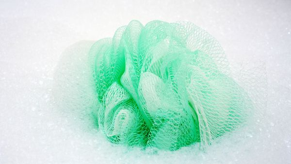 A woman has turned a shower loofah into a fascinator.