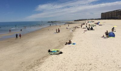 <p>Adelaide residents cooled down at a beach in Glenelg, ahead of the city's fireworks displays and street party. (9NEWS / Jarrad Brevi)</p>