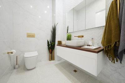 Ensuite and Laundry (Main Bathroom)