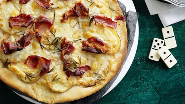 Potato and prosciutto pizza