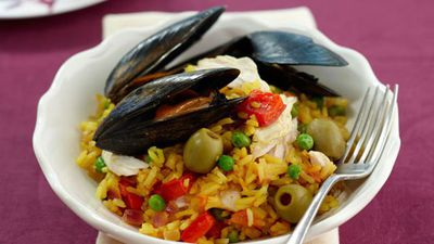 """<a href=""""http://kitchen.nine.com.au/2016/05/16/18/03/easy-paella-for-10"""" target=""""_top"""">Easy paella<br /> </a>"""