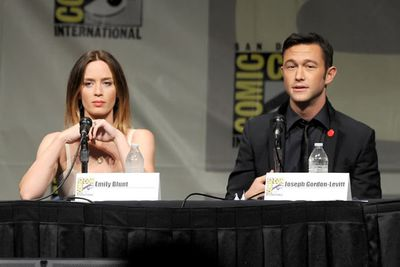 Emily Blunt and Joseph Gordon-Levitt looking super fine while talking about their upcoming film, <i>Looper</i>.