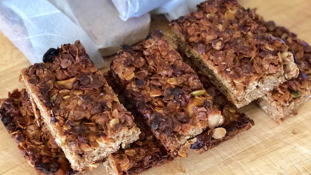 Apple muesli slice