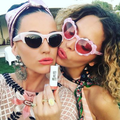 <p>But Katy kept her romance on the down low on social media...</p>
