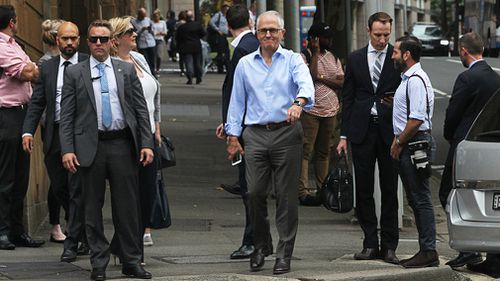 Malcolm Turnbull arrives at Mr Obama's hotel for a catch-up. (AAP)
