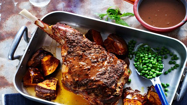 Roast lamb leg with red wine gravy