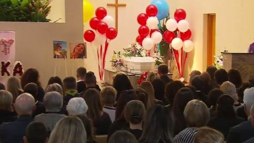 Mourners packed the Heysen Chapel at Centennial Park in Adelaide. (9NEWS)
