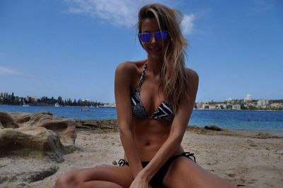 Beach day for Jen Hawkins! She sure is summer lovin'...
