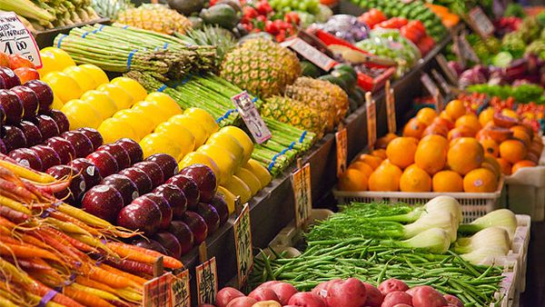 Fruit and vegetables in supermarket (Getty)