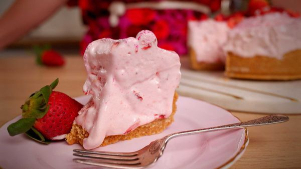 9Honey Every Day Kitchen: Strawberry cloud cake is the fluffy cake you need to try
