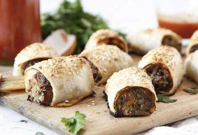 """<a href=""""http://kitchen.nine.com.au/2016/05/04/15/23/brooke-merediths-healthy-sausage-rolls"""" target=""""_top"""">Brooke Meredith's healthy sausage rolls<br> </a>"""