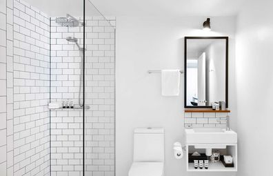 Ovolo Laneways suite bathroom