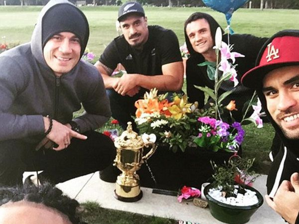 All Blacks stars including Sonny Bill Williams (L) at the grave of Jerry Collins. (Supplied)