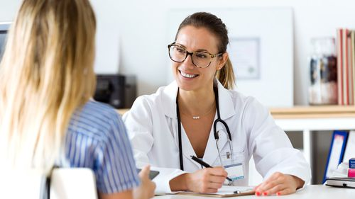 Britain's National Health Service (NHS) will offer cash incentives to Australian GPs in an attempt to fill an alarming shortage of family doctors across the country.