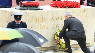 The Prince and Duchess laid a wreath at the tomb of an unknown soldier during the commemoration. (AAP)