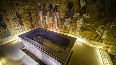Scans of King Tutankhamun's tomb in Egypt's Valley of the Kings point to a secret chamber, possibly heralding the discovery of Queen Nefertiti's long-sought mummy.<br>