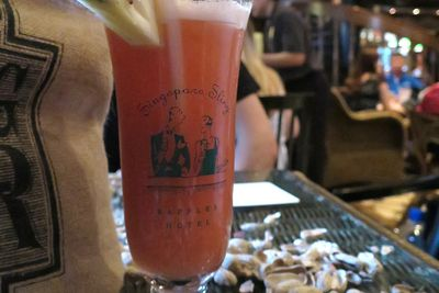 <strong>4. Sample the Singapore Sling with a boarding pass</strong>