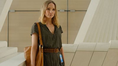 Joanne Froggatt plays Eadie