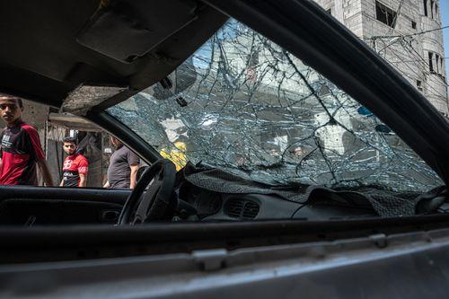 Israel fires artillery into Gaza, Palestinian rocket attacks persist