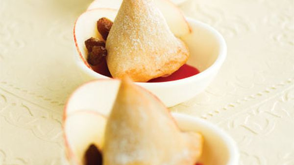 Apple in pastry triangles