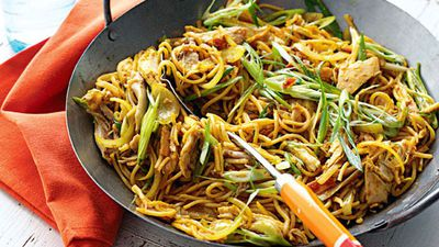 "<a href=""http://kitchen.nine.com.au/2016/05/20/11/35/singapore-noodles"" target=""_top"">Singapore noodles</a><br> <br> <a href=""http://kitchen.nine.com.au/2016/06/07/01/05/ultimate-noodle-combinations"" target=""_top"">More noodle recipes</a>"