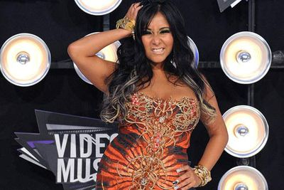 <p><b>The Cookie Diet</b><p><strike>Best-selling author</strike> Booze-hound Snooki credits her stunning (!!) figure to a diet of six 90-calorie cookies and a small meal each day.</p>