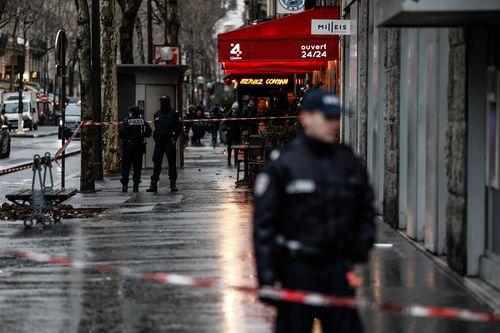 Paris heist: Robbers getaway after daring Champs Elysees raid