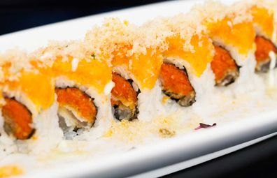 Sushi topped with tempura flakes