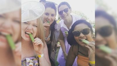 These girls posed for a 'celery selfie'. (Instagram / @fazzeliina)