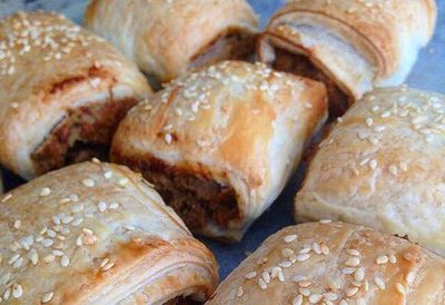 "<a href=""http://kitchen.nine.com.au/2016/05/05/13/11/renae-smiths-vegetarian-sausage-rolls"" target=""_top"">Renae Smith's vegetarian sausage rolls</a>"