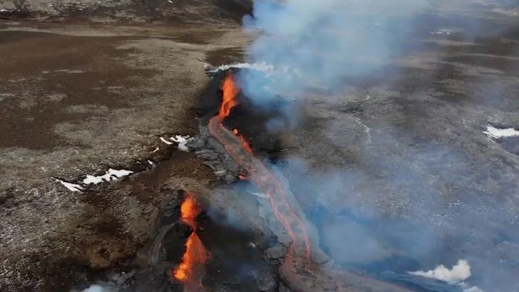 Live Blog: La Soufriere volcano - Explosive eruption underway