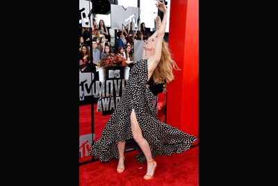 We're not sure what Leslie Mann is up to here, but it just makes us love her even more.
