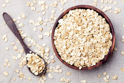 Prioritise minimal ingredients and whole grains