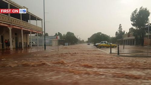 The heavy rainfall flooded the street outside the Great Western Hotel. (Facebook: ‎Mackay Jaz-Aj Stephens)