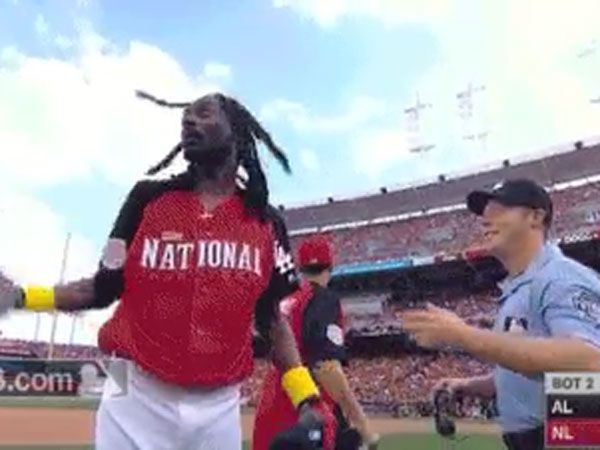 Snoop Dogg goes hard in celebrity softball game
