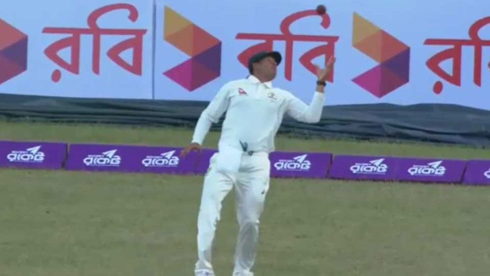Australia's Usman Khawaja makes hard work of outfield catch in First Test against Bangladesh at Dhaka