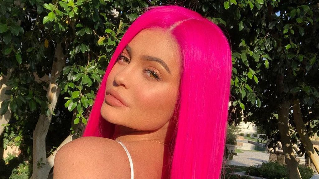 Kylie's first cover since birth of her daughter