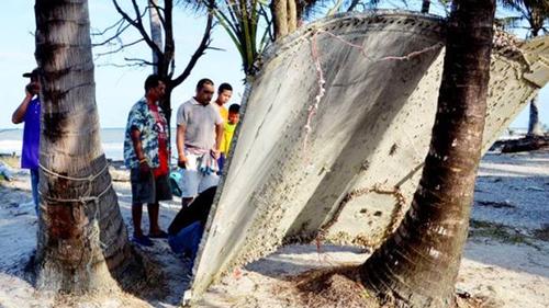 Debris found on Thai beach prompts MH370 speculation