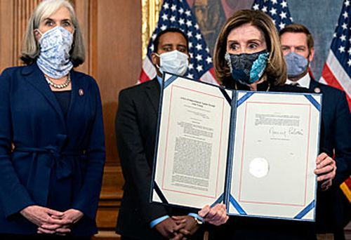 Nancy Pelosi with impeachment documents (Getty)