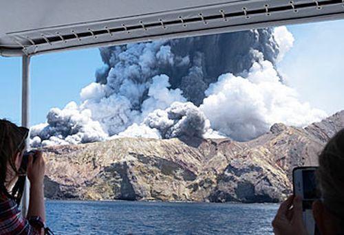 New Zealand volcanic eruption (AAP)