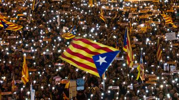 Demonstrators gather during a protest calling for the release of Catalan jailed politicians, in Barcelona (AP Photo/Emilio Morenatti)